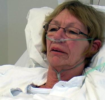 Foto af patient i en hospitalsseng